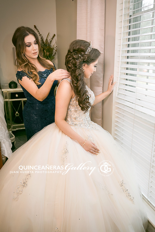 quinceanera-mother-juan-huerta-photography