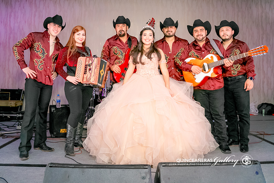 grupo-control-jennifer-degollado-official-houston-quinceaneras-gallery-juan-huerta-photography-video-prices-packages