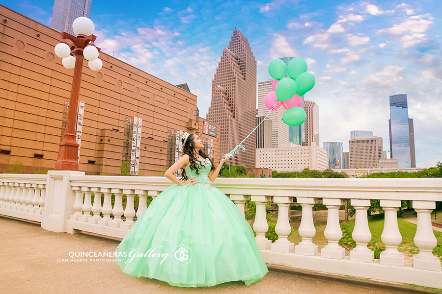 houston-texas-quinceaneras-gallery-juan-huerta-photography-video-prices-packages-htown-77002